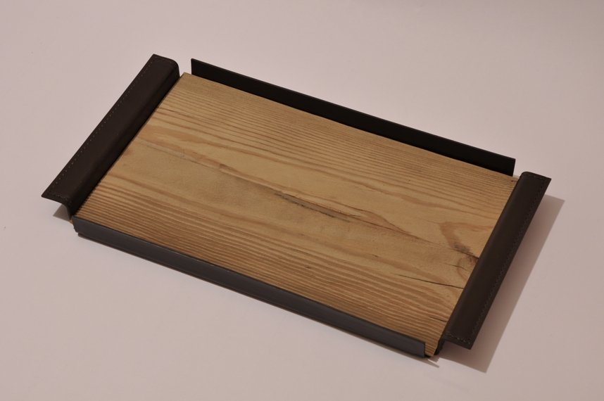 vassoio cuoio nero con inserto legno
